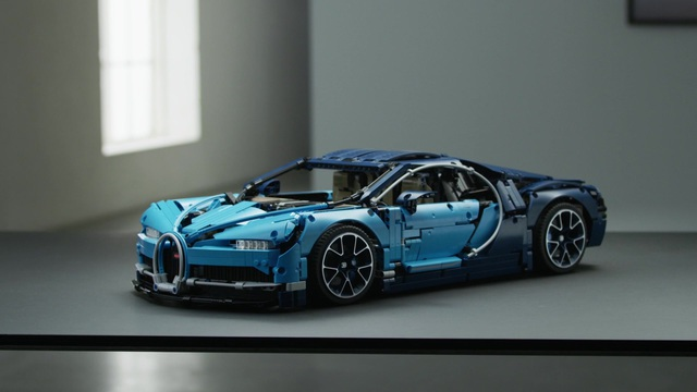 LEGO Technic - Bugatti Chiron 42083 Video 3